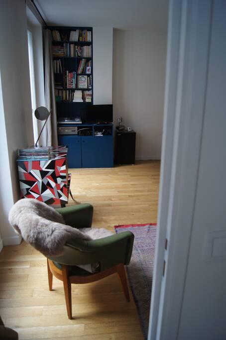Salon vu de la chambre