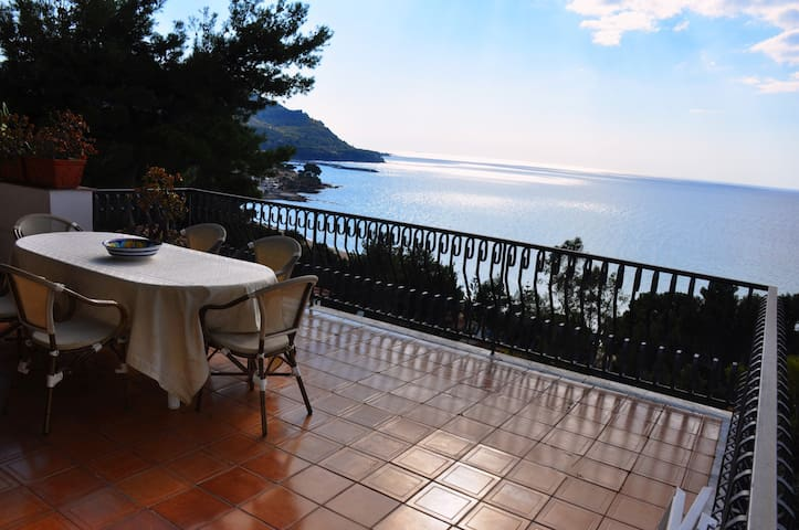 Villa Laura Sea View Apartment/