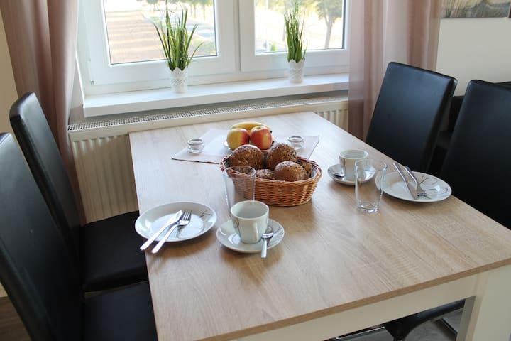 gemütlicher Esstisch für 4 Personen