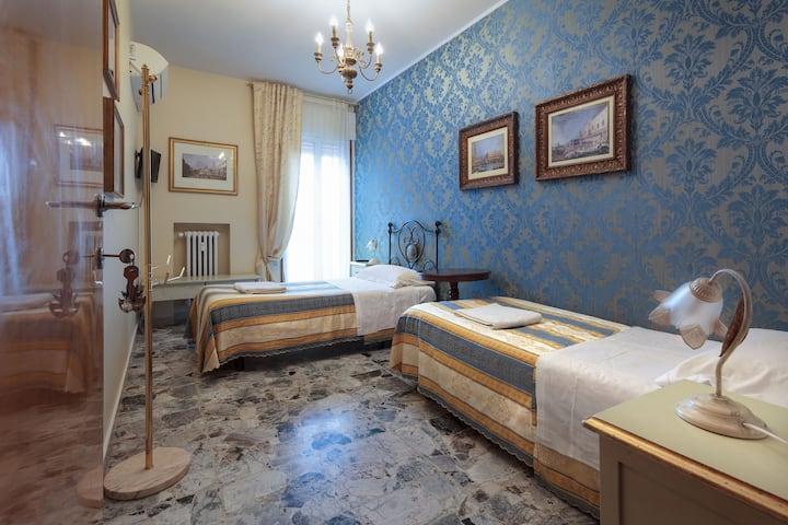 DA LUCANO'S Cozy Twin Room 10 min to Venice