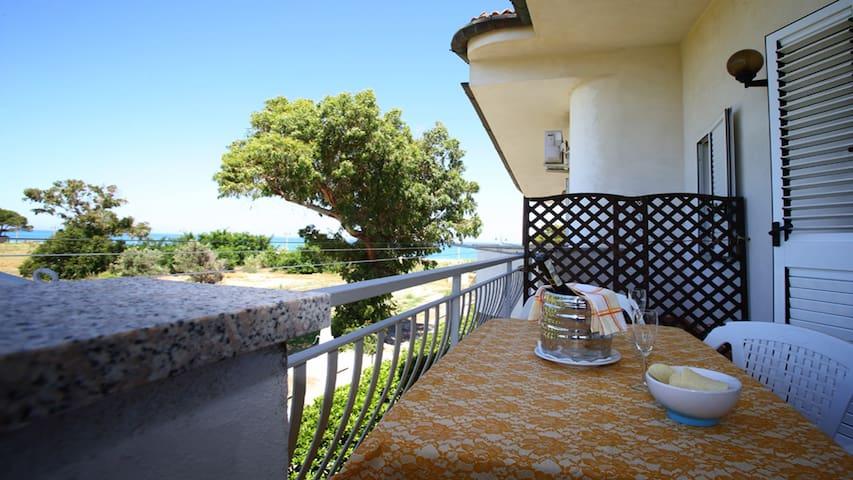 Villa Tigani, direct beach access: Calliope apt - Marina di Davoli - Willa
