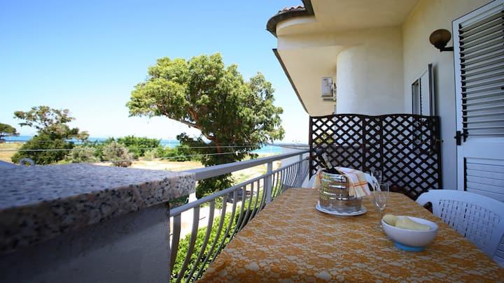 Villa Tigani, direct beach access: Calliope apt