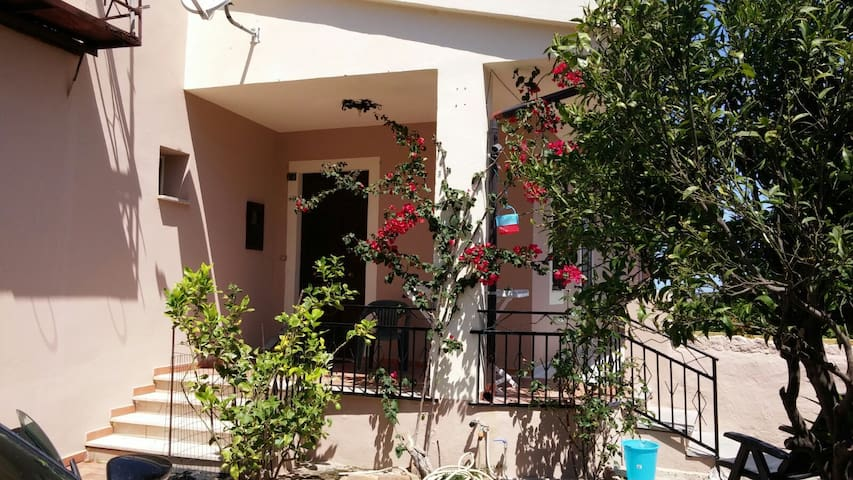 Paese termale, appartamento di 90 mq. - Santa Maria Coghinas - Appartement