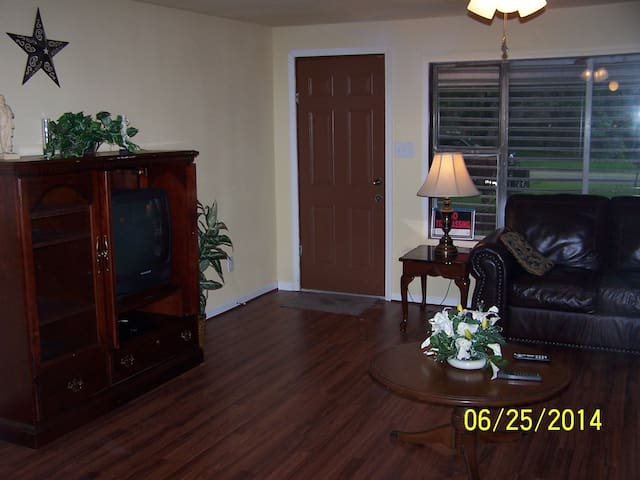 Texas City Home close to I-45 and Galveston Island