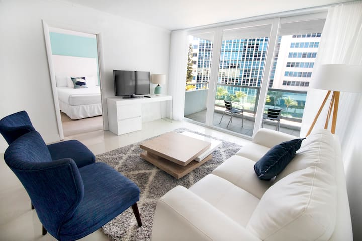 6 Guests 2 Bedrooms Suites on Miami Beach