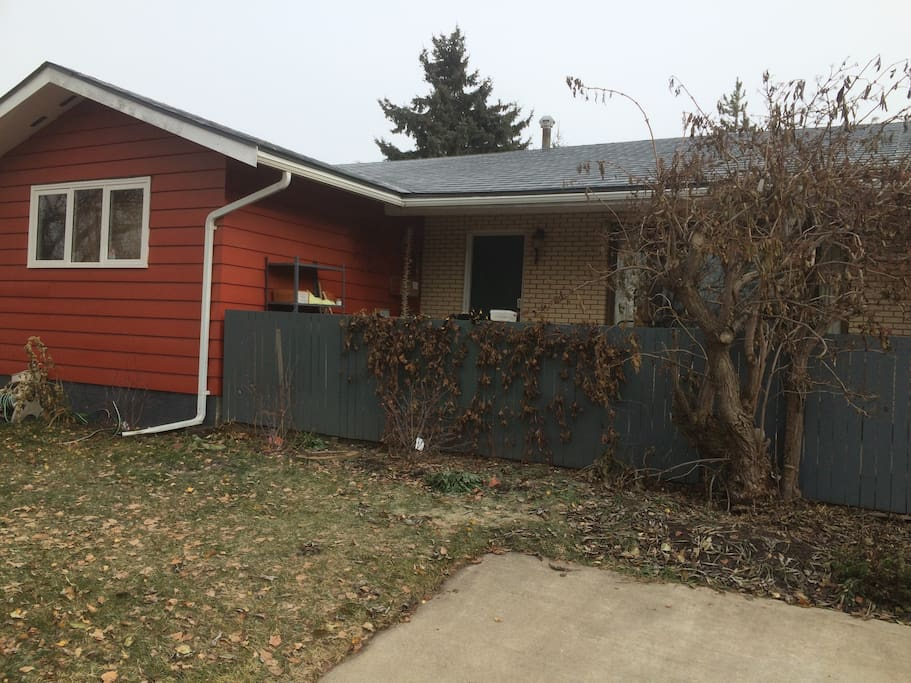 Nice older bungalow in quiet residential neighbourhood - close to NLC and downtown