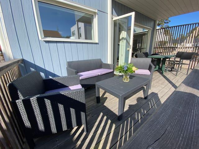 Strandnära undervåning i lägenhet/hus med terass