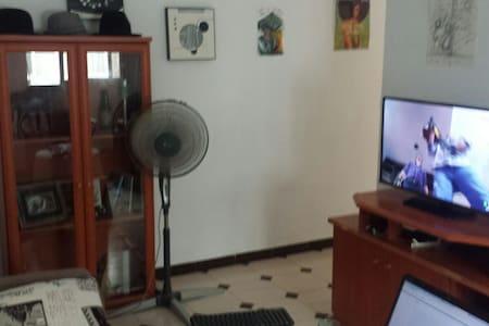 room in the centre walking distance to everything. - La Línea de la Concepción