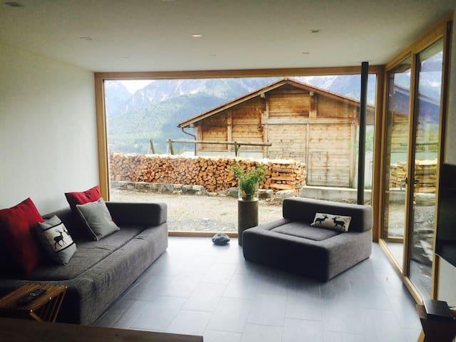Moderne Parterrewohnung im Bergdorf