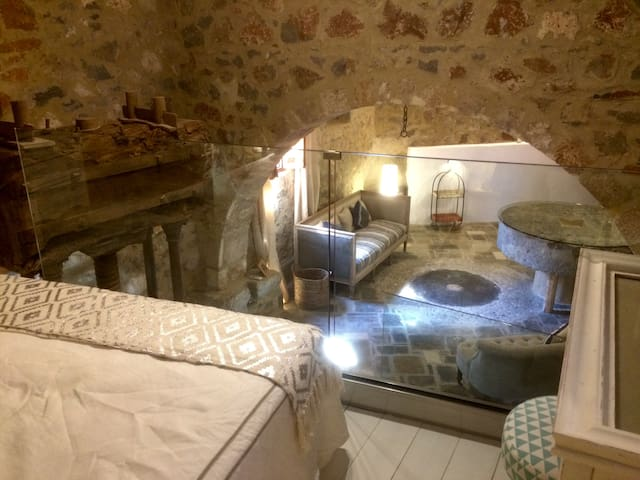 The Olive Press - The Mill & Press Apartment