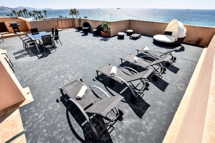 Luxury Bossa  w X Large Private Roof Terrace