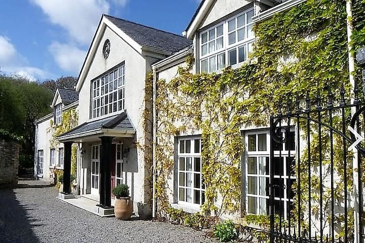 Tranquil 18th Century home set on 30 acre Estate - Malahide - Talo