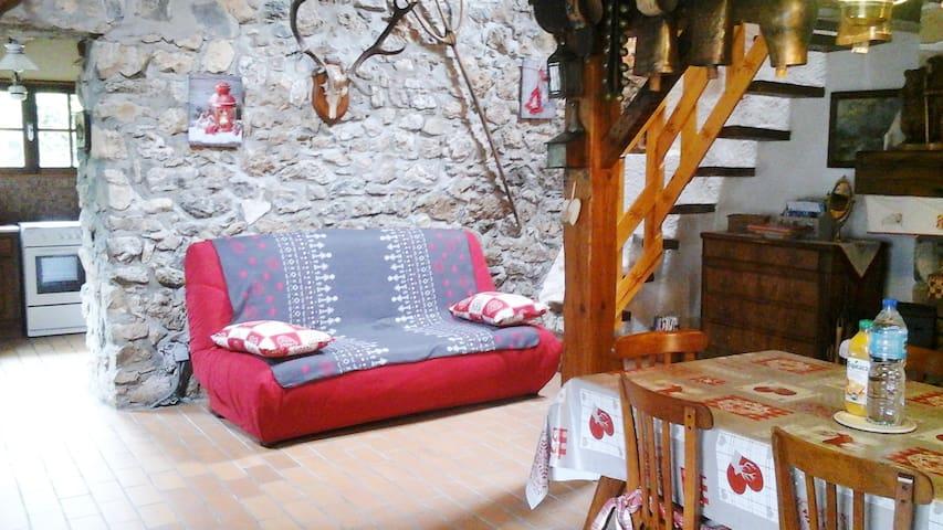 Canapé 3 places + 1 fauteuil.