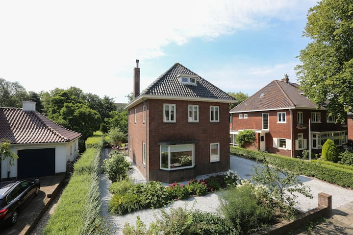 Spacious, sunny villa in Tulip 'country' Lisse