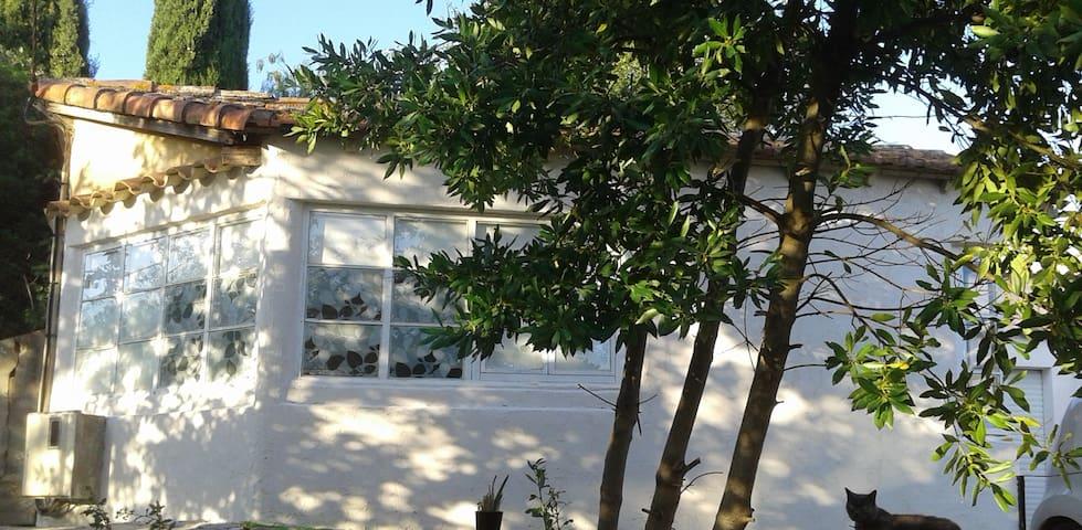 maisonnette indépendante avec terrasse