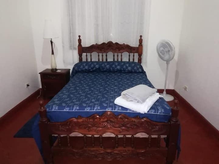 Habitación cómoda en Roldanillo para 1 persona.