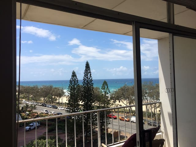 Beachfront unit only 1 minutes to SURFERS PARADISE - Surfers Paradise - Huis