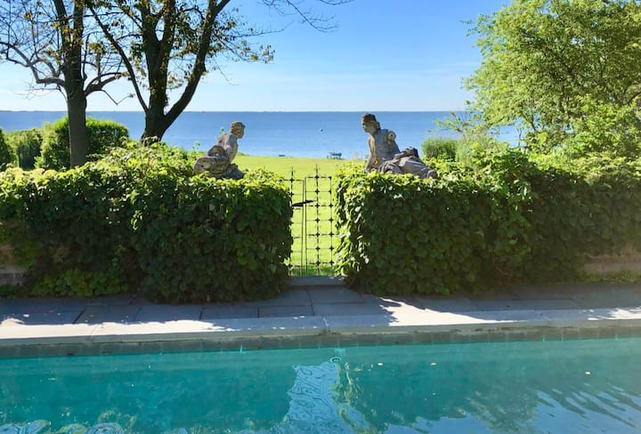 BELLPORT VILLA ON THE BAY, two week minimum stay