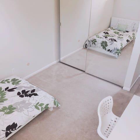 Cozy private room in Palo Alto