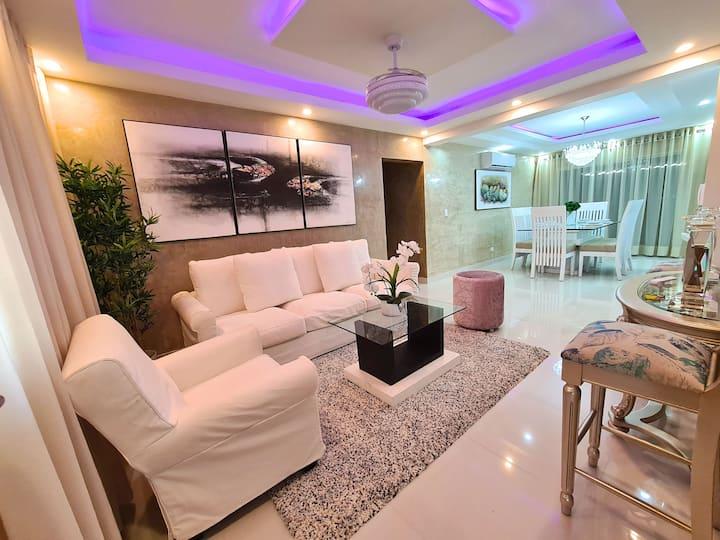 Stylish Luxury Apartment, full A/C, King Size Bed.
