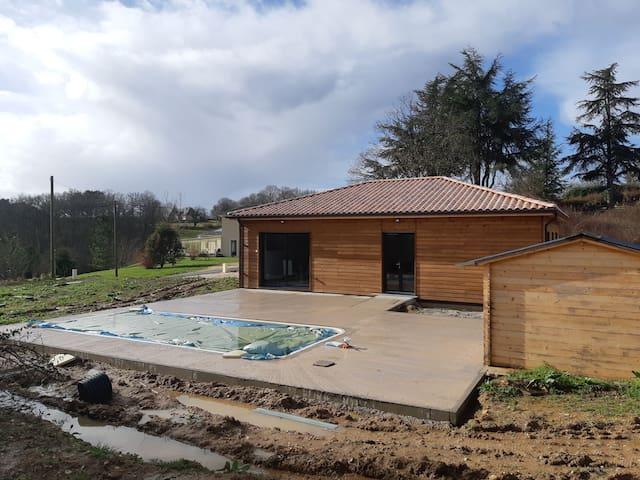 Proche de Bergerac Chalet Bois avec Piscine indiv
