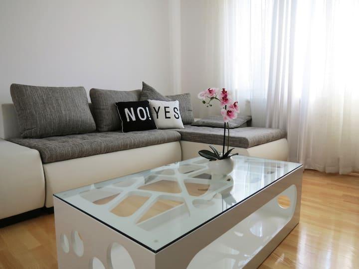 Peaceful apartment with cute backyard - AltiNeDa