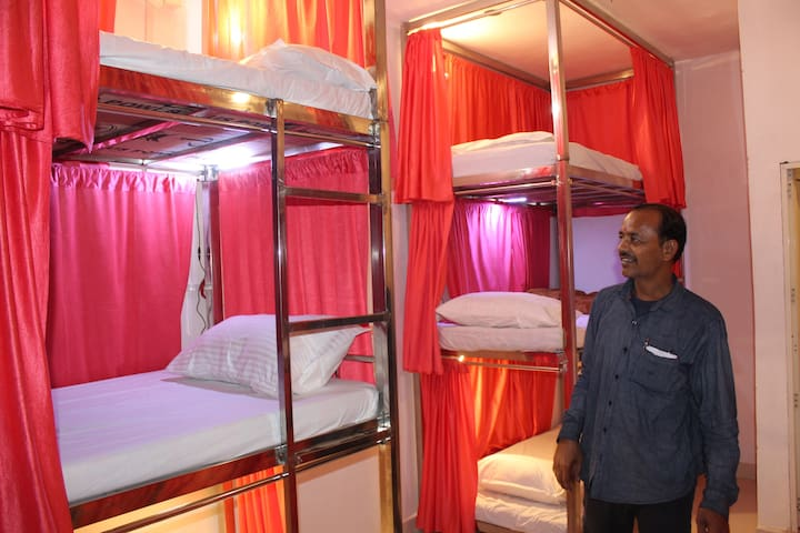 Sharing 5 bunk-beds at Sunset Backpackers hostel.