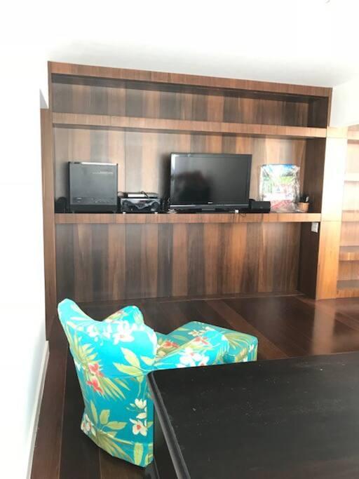 Sala TV com DVD e som ambiente