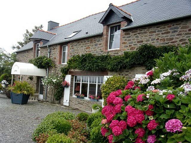 """""""La Pastourelle"""" Face mer, vue Mont St Michel - Saint-Méloir-des-Ondes - Bed & Breakfast"""