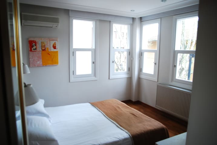 ROOM AND BREAKFAST WHITH BEST LOCATION - Fatih - Гестхаус