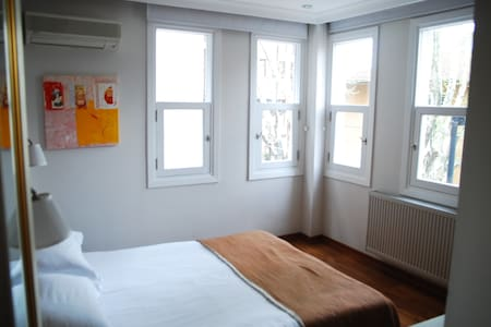 ROOM AND BREAKFAST WHITH BEST LOCATION - Fatih - 住宿加早餐