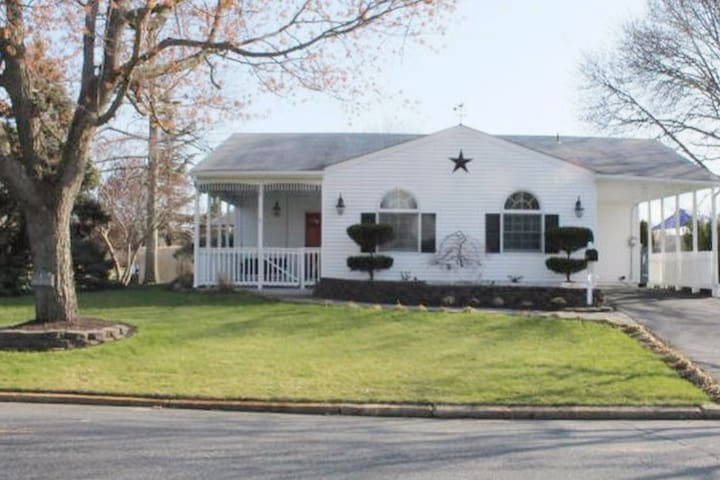 3 Bd Spacious Home- Convenient Location! - Hazlet - Maison