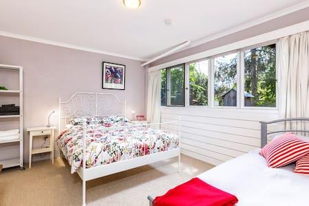 Amanda's BnB -  2 room flat - Deakin - Bed & Breakfast
