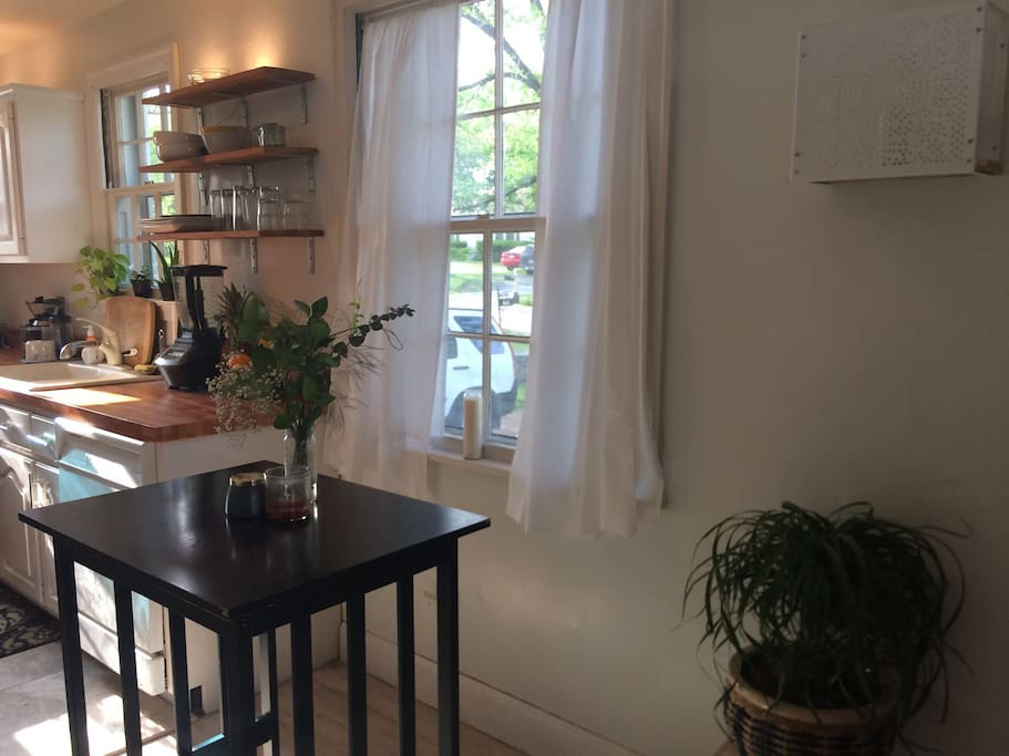 Airy kitchen - great place to begin your day before exploring Nashville