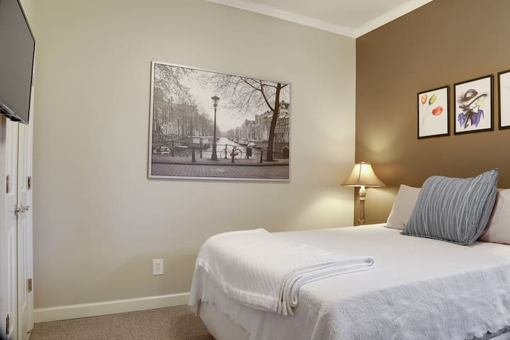 Beltline Private Guest Suite! The BEST location!