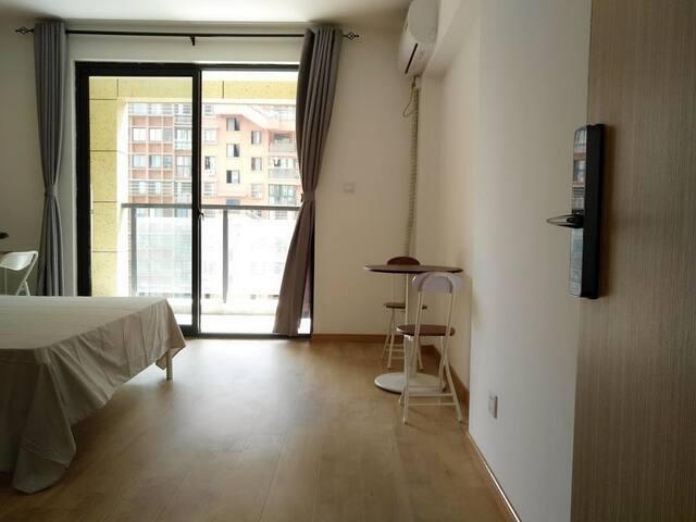 Xiangyun Yayuan Room 4 Master Bed