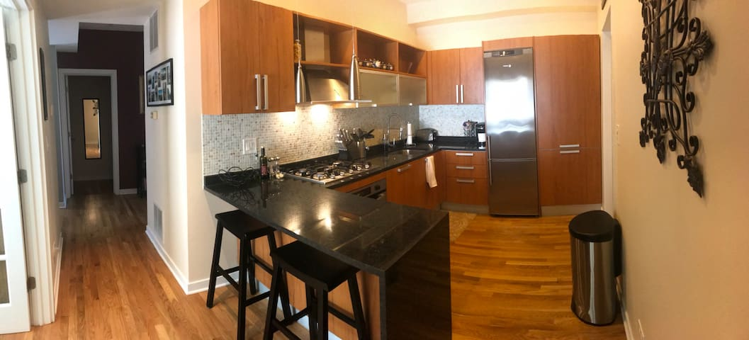 Modern 1BD in Chicago! Safe Cleaning Protocol