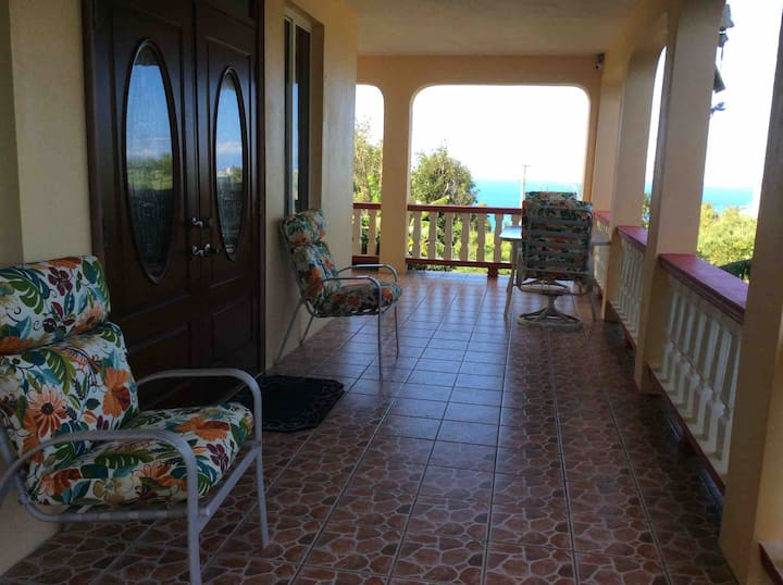 Fabreds Place -Spacious 2 Bedroom 2 Bath Apartment