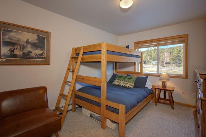 Full/twin style bunkbed