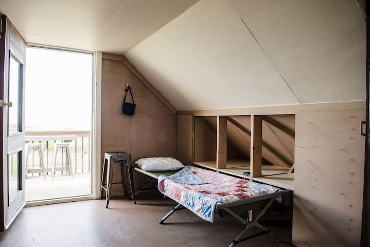 Upper Floor Camp Bed (2)
