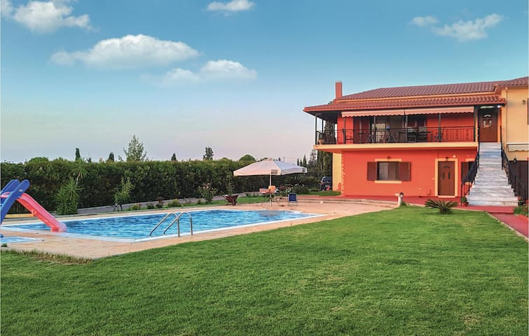 Holiday cottage with 5 bedrooms on 395m² in Kyllini