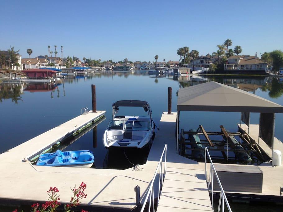 Double U dock with single hydro hoist
