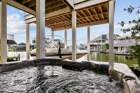 Waterfront 4 bdrm home with hot tub on wide canal!