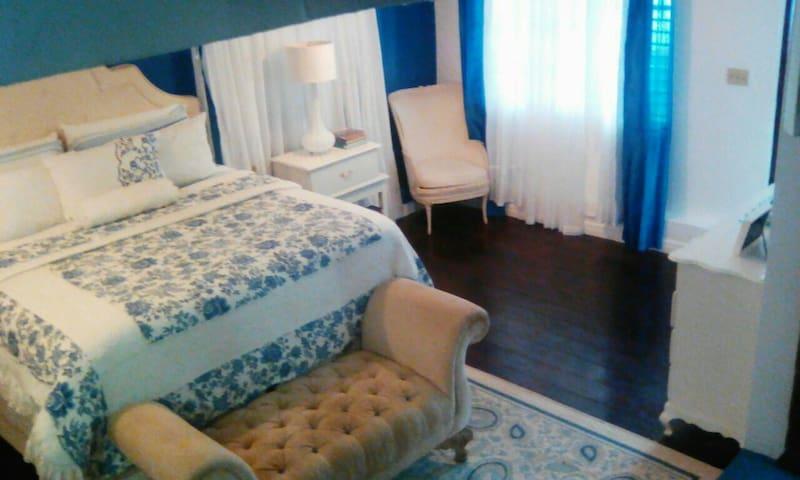 Elegant full service 1 bedroom Jamaican Getaway! - Ocho Rios - Apartamento