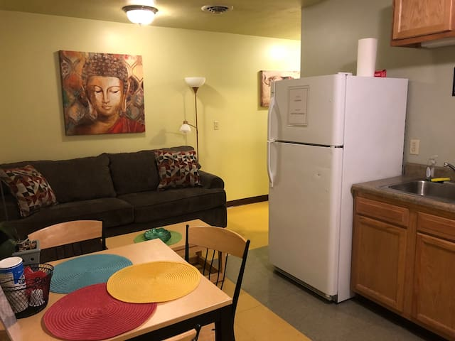 Cozy Downtown Apartment | TV | Walk Everywhere!!!