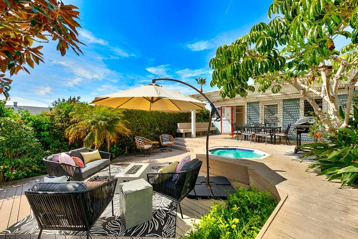 15% OFF to 6/15 - Charming Cottage, Large Deck w/ Hot Tub, Steps to Village