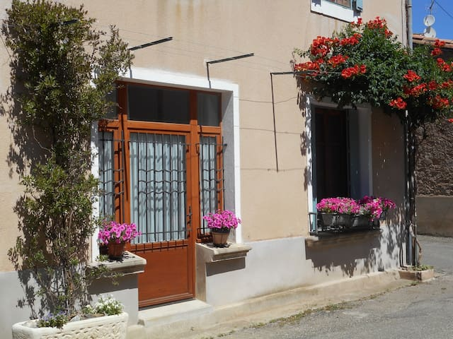 one bedroom village apartment in Caunes Minervois - Caunes-Minervois - Leilighet