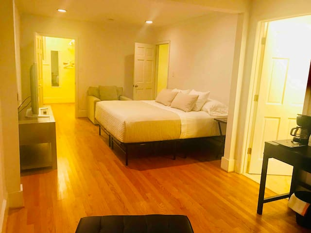 DC Modern Clean Private Suite w Jacuzzi/Terrace/AU