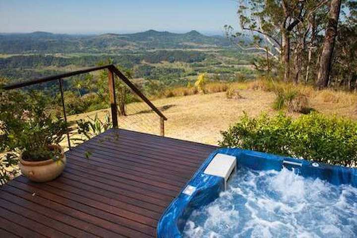 Byron Hinterland Villa - Ocean Views, Netflix & Free Wine