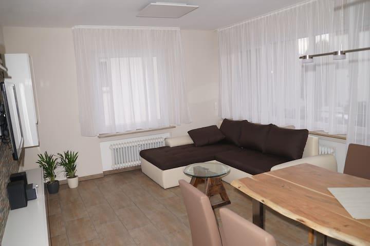 Moderne 4-Zi. Ferienwohnung in Esslingen-Berkheim